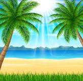 Tropikalna plaża z jaskrawym słońcem Fotografia Stock