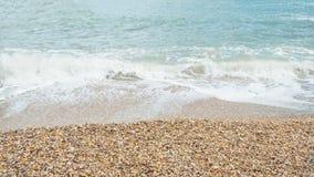 Tropikalna plaża z skorupami i fala Morze piana na plaży raj Fotografia Royalty Free