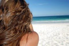 tropikalna plażowa kobieta Zdjęcia Stock