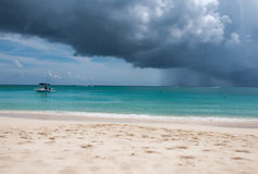 Tropikalna plaża w burzy Fotografia Stock