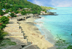 Tropikalna plaża z bungalowami Obrazy Royalty Free