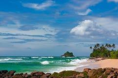 Tropikalna wyspa w oceanie indyjskim Obrazy Stock