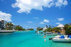 Tropikalna zatoka z jachtami obrazy royalty free