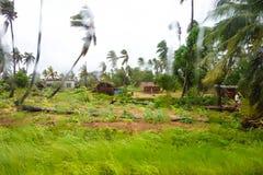 Tropikalnego cyklonu Dineo zniszczenie blisko Maxixe miasta fotografia stock