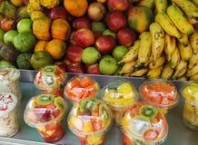 Tropikalnej owoc sprzedaży stojak Wyśmienicie, odżywczy i soczysty, Typowy w Kolumbia zdjęcia stock