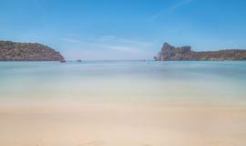Tropikalnej plaży ujawnienia długi strzał obrazy stock