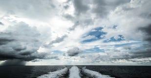 Tropikalny huragan od motorowej łodzi Zdjęcia Stock