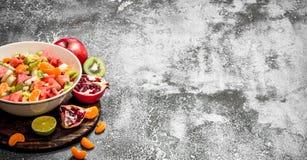 Tropikalny jedzenie Tropikalna owocowa sałatka Zdjęcie Stock