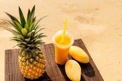 Tropikalny koktajl z mango Zdjęcie Royalty Free