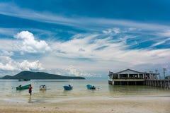 Tropikalny krajobraz Koh Rong Samloem wyspa z białym molem Zdjęcie Royalty Free