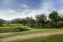 Tropikalny krajobraz z drogą i mostem Zdjęcia Royalty Free