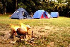tropikalny ogniska campsite obrazy stock