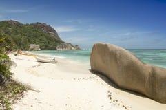 Tropikalny plażowy Anse źródło D'Argent przy losu angeles Digue wyspą, Seychelles - urlopowy tło Fotografia Royalty Free