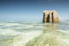 Tropikalny plażowy Anse źródło d'Argent przy wyspa losem angeles Digue, Seychelles - natury tło Fotografia Stock