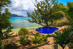 tropikalny plażowy basen Zdjęcie Stock