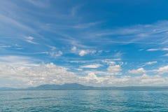 Tropikalny plażowy morze, piasek i letni dzień, obrazy royalty free