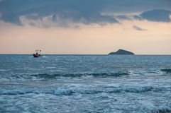 Tropikalny plażowy zmierzch, romantyczny wjazd Fotografia Stock