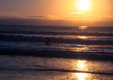 Tropikalny plażowy zmierzch, romantyczny wjazd Zdjęcie Stock