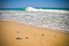 Tropikalny Pogodny Falowy Krapetz Shabla plaży Bułgaria morze Zdjęcia Stock