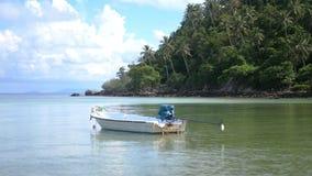 Tropikalny raj przy Koh Phangan Żagiel łódź w Lazure turkusu morzu swobodny ruch 3840x2160 zdjęcie wideo
