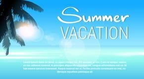 Tropikalny raj wyspy drzewka palmowego słońca plaży wakacje niebieskie niebo Obrazy Royalty Free