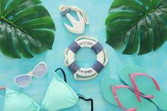 Tropikalny wakacje i lata podróży wizerunek z dennego życia stylu przedmiotami Odgórny widok Obraz Royalty Free