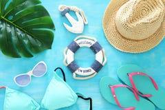 Tropikalny wakacje i lata podróży wizerunek z dennego życia stylu przedmiotami Odgórny widok Fotografia Royalty Free