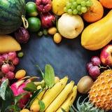 Tropikalnych owoc łasowania pojęcia jedzenia Surowy zmrok Fotografia Royalty Free