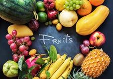 Tropikalnych owoc łasowania pojęcia jedzenia Surowy zmrok Zdjęcie Royalty Free