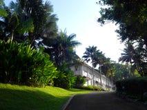Tropisch antiek koloniaal huis met het modelleren royalty-vrije stock foto's