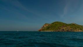 Tropisch eiland aan Lan dichtbij Pattaya in golf van Siam, Thailand Stock Foto