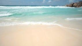 Tropisch eiland in de Indische Oceaan stock videobeelden