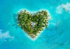 Tropisch eiland in de vorm van hart stock illustratie