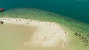 Tropisch eiland met zandig strand Palawan, Filippijnen stock footage