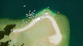 Tropisch eiland met zandig strand Palawan, Filippijnen stock video