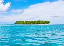 Tropisch eiland in oceaan Stock Afbeeldingen