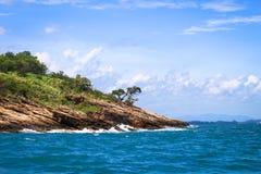 Tropisch eiland, op het overzees Royalty-vrije Stock Afbeeldingen