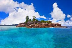 Tropisch eiland in Seychellen Stock Afbeeldingen