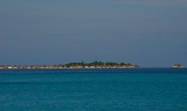 Tropisch eiland in zonsondergangtijd Royalty-vrije Stock Foto