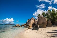 Tropisch eilandstrand, Bron D ` Argent, La Digue, Seychellen Stock Foto's