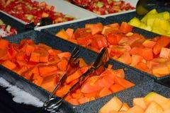 Tropisch fruit in buffetdienbladen Royalty-vrije Stock Afbeelding