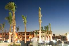 Tropisch hotel bij nacht (de Sjeik van Sharm Gr, Egypte) Royalty-vrije Stock Afbeelding