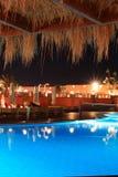 Tropisch hotel bij nacht (de Sjeik van Sharm Gr, Egypte) Royalty-vrije Stock Foto