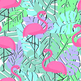 Tropisch in naadloos patroon met flamingo's en palmbladen royalty-vrije illustratie