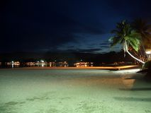 Tropisch 's nachts strand Stock Foto's