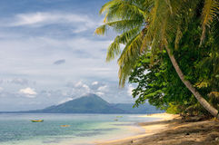 Tropisch strand, bandaeilanden, Indonesië Stock Afbeeldingen