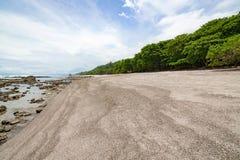 Tropisch strand bij santa Teresa Costa Rica royalty-vrije stock afbeeldingen
