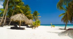 Tropisch strand in Caraïbische Zee Stock Afbeelding