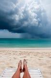 Tropisch Strand in het onweer Royalty-vrije Stock Afbeelding