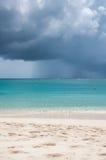 Tropisch Strand in het onweer Stock Afbeelding